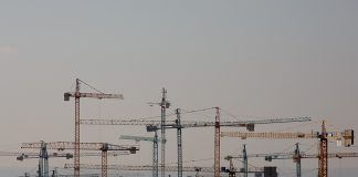 MADRID, SPAIN - FEBRUARY 13: Cranes operate at a construction site on February 13, 2015 in Madrid, Spain. Spain's residential property sales rose during 2014 for the first time in four years. Eurostat figures show Spain is the country where the production in the construction industry is increasing the most. Figures show a 15.9% year-on-year rise in November, the largest in any EU country. In the EU the industry registered a 2.5% year-on-year increase. (Photo by Pablo Blazquez Dominguez/Getty Images)