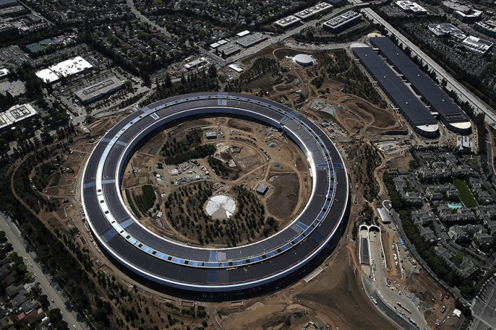 CUPERTINO, CA - APRIL 28: An aerial view of the new Apple headquarters on April 28, 2017 in Cupertino, California. Apple's new 'spaceship' 175-acre campus dubbed