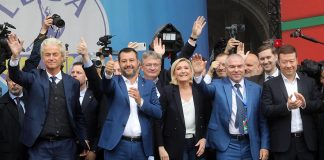epa07581661 Italian Interior Minister, Deputy Premier and leader of Italian party 'Lega' (League), Matteo Salvini (C), with Marine Le Pen, Leader of the French National Front and Dutch far-right politician Geert Wilders (L) of the PVV party attend a rally with leaders of other European nationalist parties, ahead of the 23-26 May European Parliamentary elections, at the Duomo square in Milan, Italy, 18 May 2019. EPA/MATTEO BAZZI