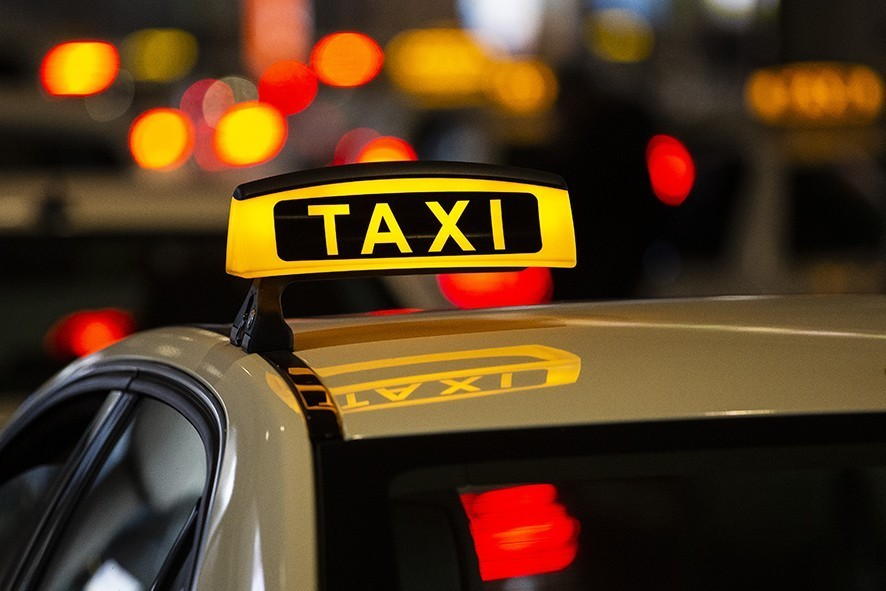 DUSSELDORF, GERMANY - NOVEMBER 22: Taxis wait for passengers outside the Duesseldorf Airport on November 22, 2018 in Dusseldorf, Germany. Uber, the American taxi service, is making a second attempt at establishing itself on the German market. When Uber first attempted to launch its service in Germany several years ago it quickly ran afoul of German authorities, leading to a ban on Uber's classic freelancing car-taxi service accept for the cities of Berlin and Munich. Now Uber is trying again, this time seeking to stay within German laws and to gain the confidence of German lawmakers. (Photo by Maja Hitij/Getty Images)