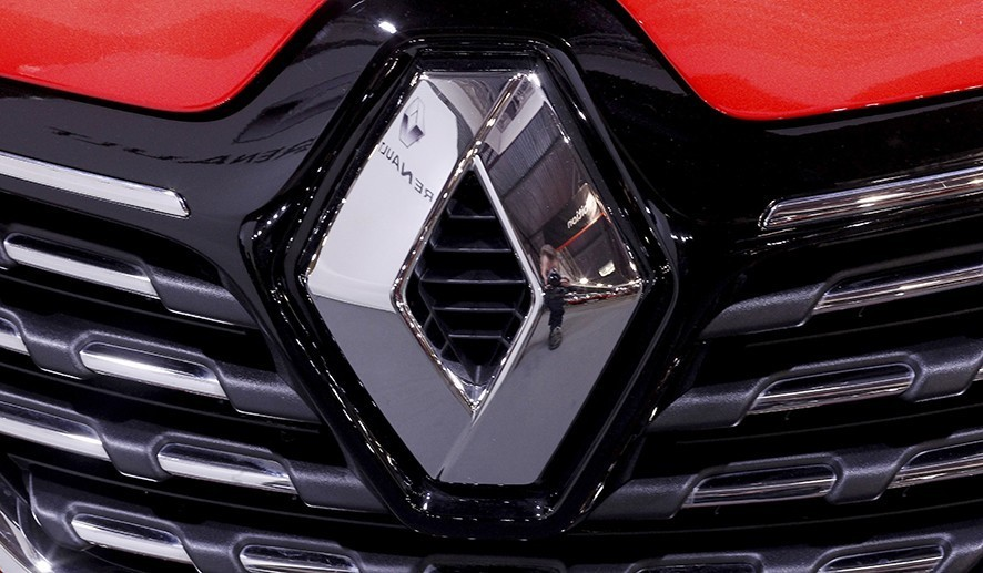 The Renault logo on a vehicle displayed during the International Motor Show Auto 2019 in Riga, Latvia, 13 April 2019 (reissued 26 May 2019). Media reports on 26 May 2019 state Fiat Chrysler could on 27 May 2019 make public information regarding a possible merger with Renault. Reports further state Renault board will meet on 27 May to discuss the topic. EPA/TOMS KALNINS