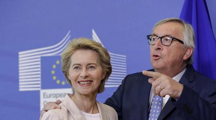 epa07693834 Ursula von der Leyen (L), the nominated President of the European Commission is welcomed by European Commission President Jean-Claude Juncker during a visit at the European Commission in Brussels, Belgium, 04 July 2019. EPA/OLIVIER HOSLET