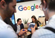 """Programul de burse pentru o carieră în IT face parte din inițiativa europeană Google de a sprijini abilitățile digitale - """"Certificatele de carieră Google"""", care oferă programe de formare concepute pentru a câștiga abilități pregătite pentru locuri de muncă în domenii de carieră cu cerere ridicată precum asistență IT, management de proiect, Proiectare UX și analize de date."""