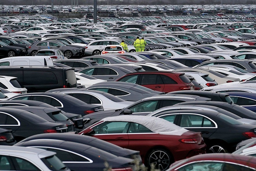 GRIMSBY, ENGLAND - MARCH 08: Thousands of cars manufactured in Germany are stored at Immingham Docks on March 08, 2019 in Grimsby, England. It has been reported that many car manufacturers are stockpiling cars in the UK due to uncertainty ahead of the March 29 Brexit deadline. French car maker Peugeot has admitted it is stockpiling cars in the event of a no-deal Brexit. Should the deadline arrive without an extension or without a withdrawal agreement, any cars being exported to the UK would be hit by standard tariffs that are set by the World Trade Organization. (Photo by